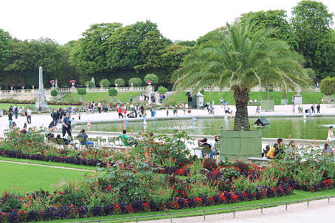 Le jardin du luxembourg a garden in paris for Les jardins de lee