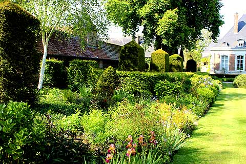 Le Jardin De France Of Les Jardins De Maizicourt A Garden In The North East Of