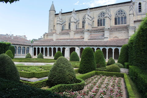cloister garden of the Notre Dame church in Marmande
